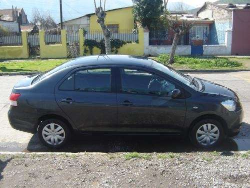 Vendo toyota yaris sedan, impecable,unico dueño