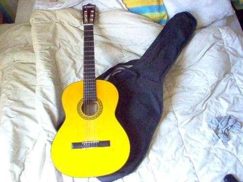 Vendi guitarra acustica nueva $20000