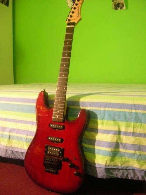 Vendo guitarra eléctrica samick ljs-35.
