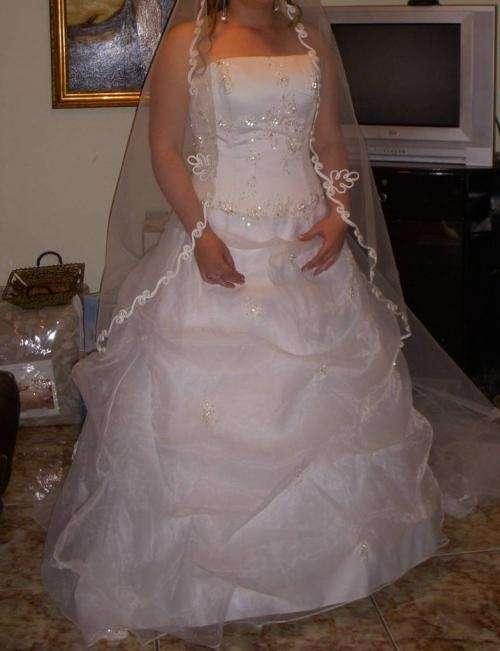Vendo hermoso vestido de novia color ivory