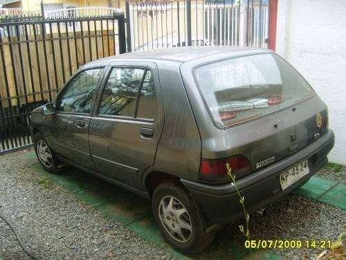 Renault clio 1.2 vendo por apuro
