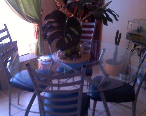 Comedor metalico y mesa de cubierta de vidrio en Santiago - Muebles ...
