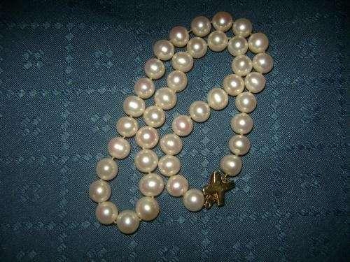 6fb97f17fcf5 Collar de perlas cultivadas mas broche de oro 18k. en Región Metropolitana  - Joyas