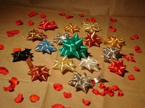 Cintas y rosas para regalo