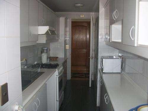 Arriendo lujoso departamento amoblado vitacura 140 m2 $815.000 4 dorm, 3 baños 07-6988041