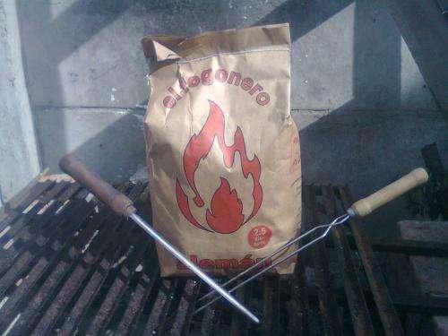 Carbón vegetal hualle y espino en bolsas de papel craff en 2,5 kg.