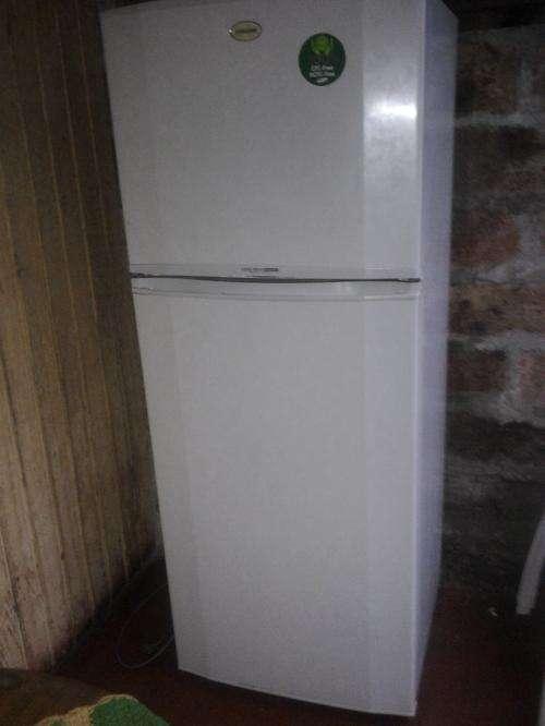 Refrigerador + freezer modelo sr-44rmb samsung. excelentes condiciones tanto estética como funcional.