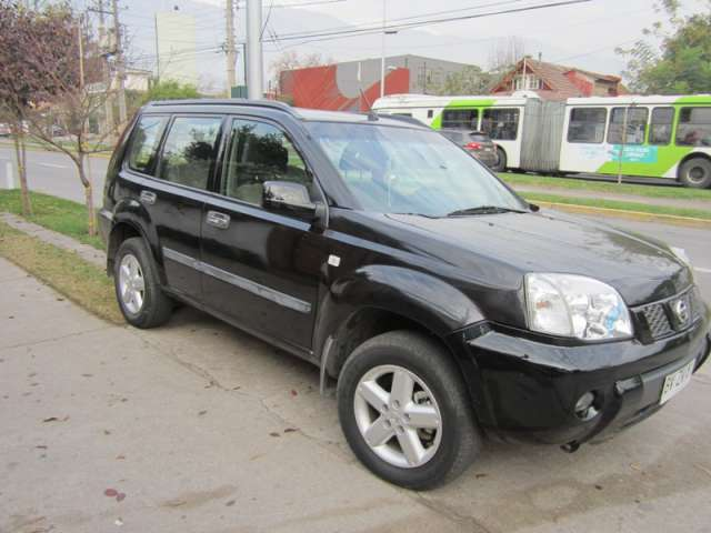 Vendo camioneta nissan xtrail 2010 negro 4x4