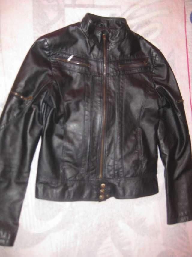 Vendo chaqueta de cuero color negra mujer talla m marca todopiel