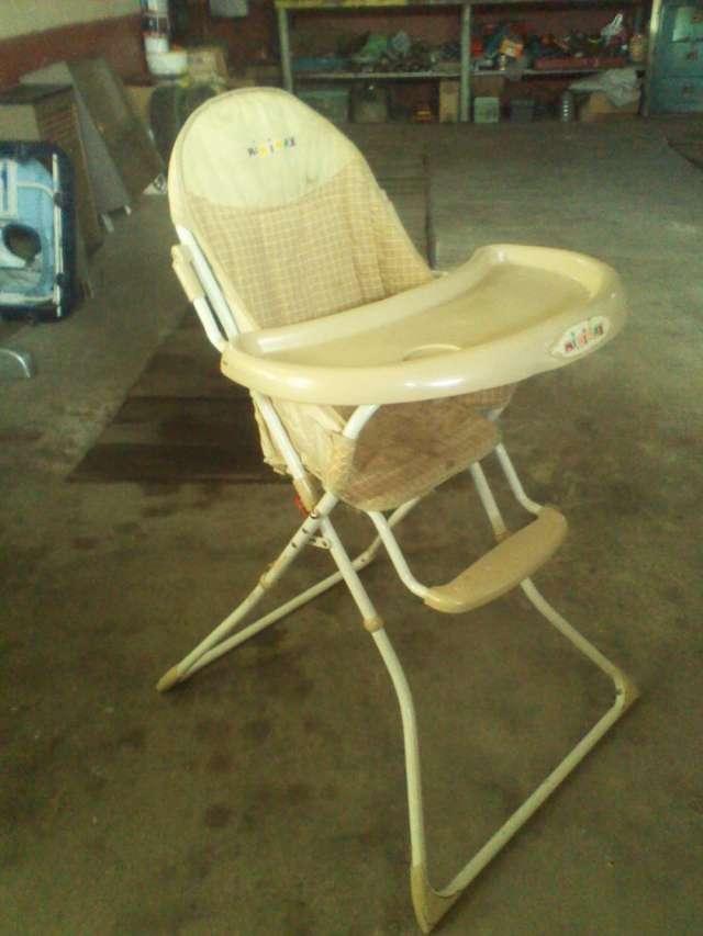 Vendo silla de comer importada zona franca