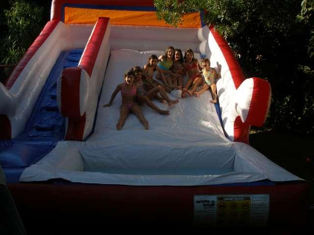 Arriendo De Juegos Inflables Tobogan Acuatico Y Cancha De Futbol
