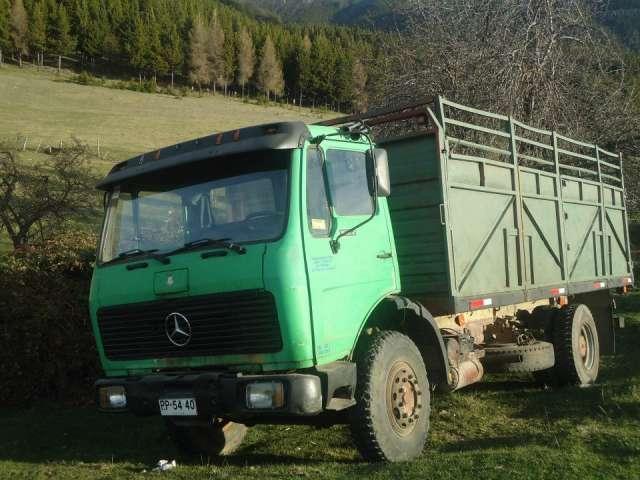Se vende camion merzedes 1622.motor nuevo neumaticos buenos en muy buenas condiciones papeles al dia valor 6000000 tratar al telefono 89726348