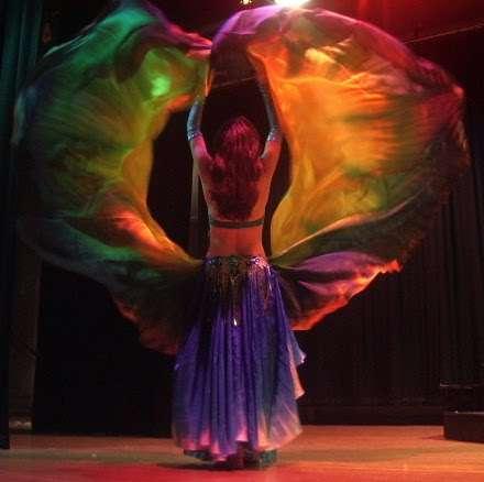 Bailarina profesional danza árabe con orientaciòn egipcia