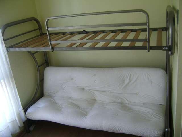 Camarote futon, acero plateado, cama inferior plaza y media