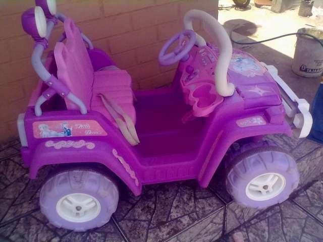 4cabb1682 Auto infantil para niñas en buen estado a bateria en Región ...