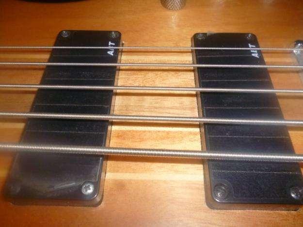 Excelente bajo y guitarra electrica
