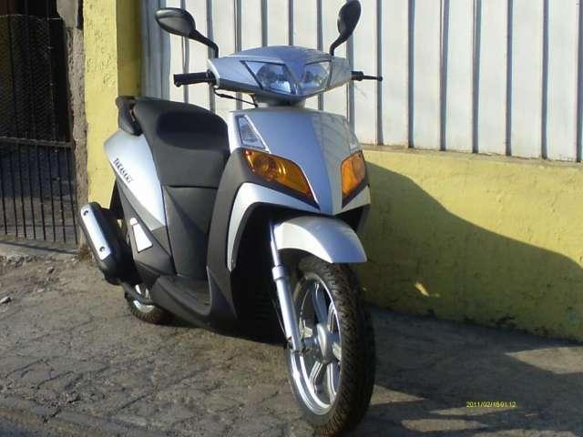 Vendo linda moto nueva sin uso con papeles 2012