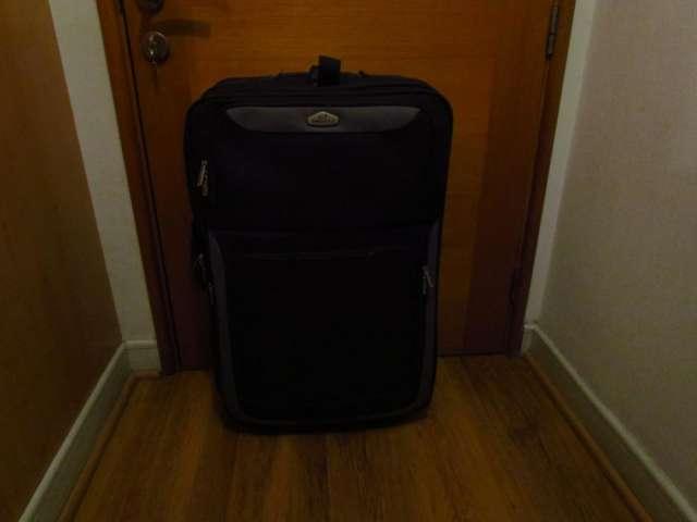 Hermoso juego de tres maletas de distinto tamaño