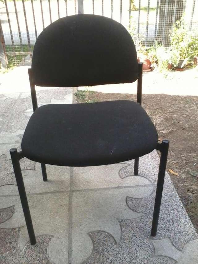 Sillas negras de tela acolchado excelente estado en Maip Muebles