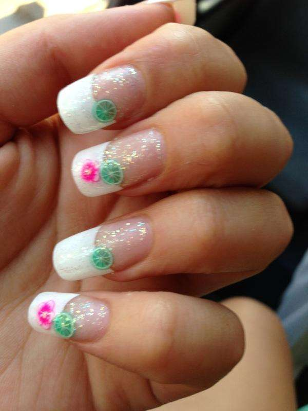 Promociones de manicure + acrílicas tips + acrílicas invertidas = 145