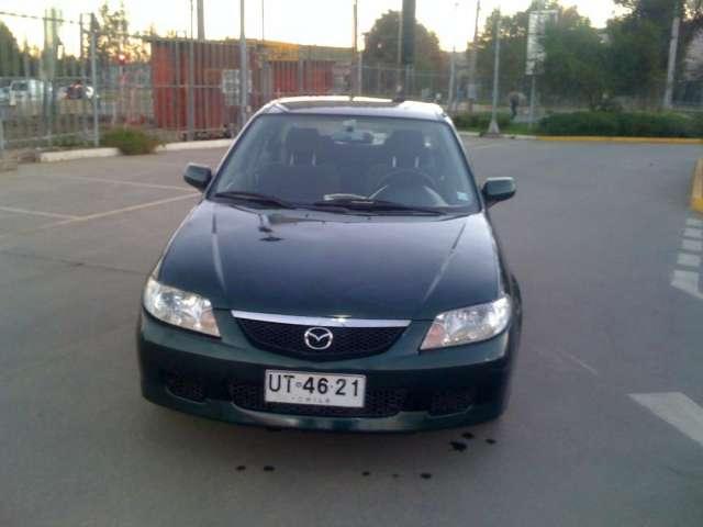 Mazda 323 2001 en excelentes condiciones