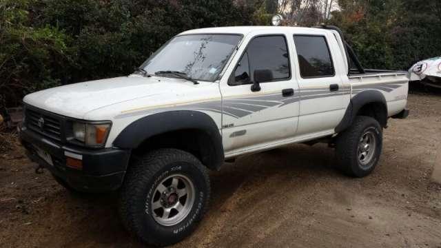 Vendo camioneta toyota 4x4 hilux año 97
