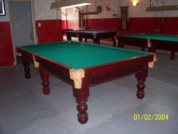 Mesa de pool fabricado in madera rauli pata torneada