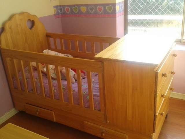 Cuna madera bebe cuna de madera buscar con google with for Cunas para bebes de madera