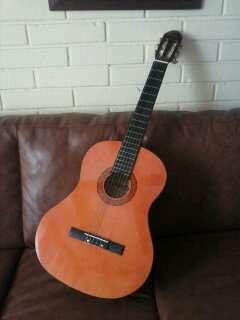 Vendo guitarra nueva marca maxtone.