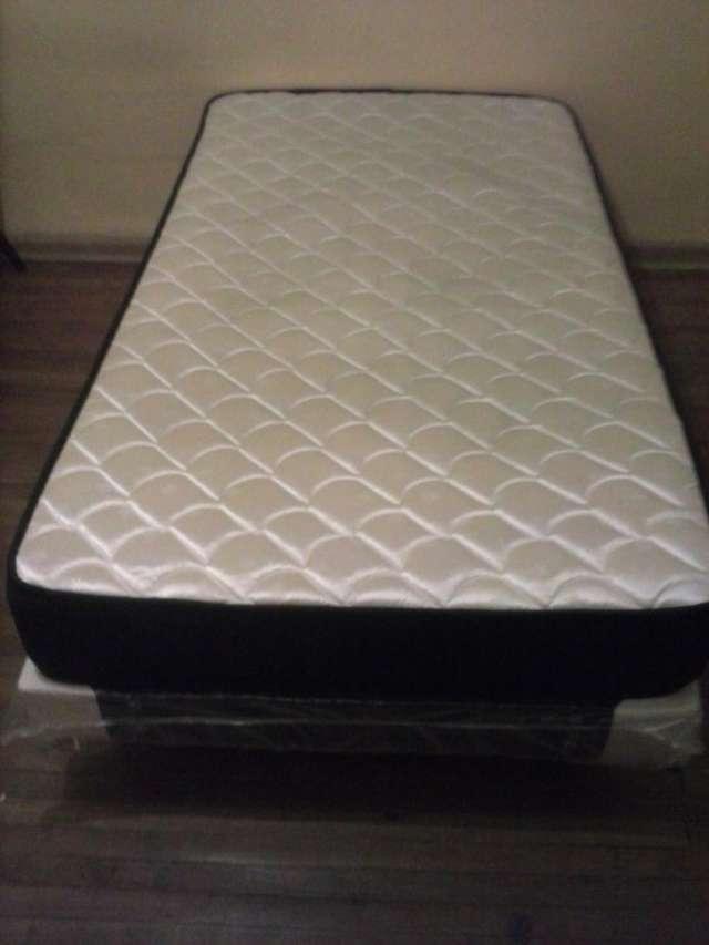 Fotos de Vendo cama americana, escritorio, closet. con un mes de uso 1