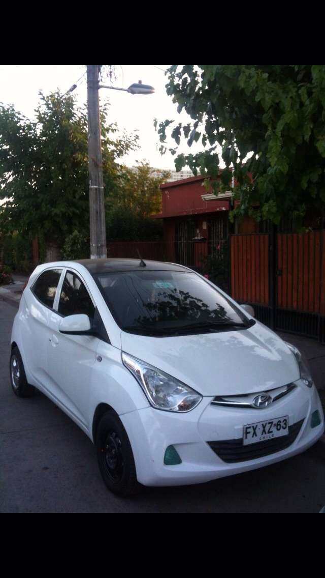 Se vende auto hyundai eon 2013 $ 4.000.000.-