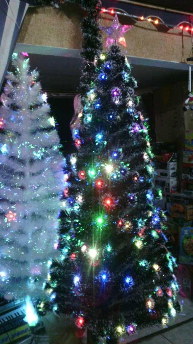 Arboles de navidad con luces led incorporadas en Iquique ...