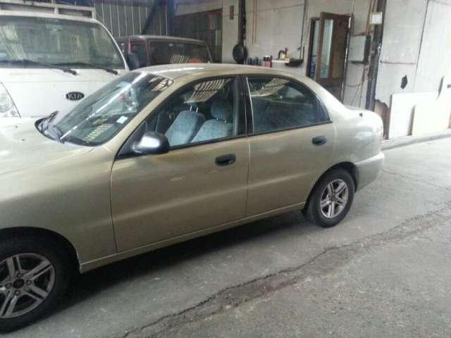 Vendo auto daewoo lanos 1.5 año 2001