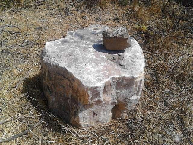 Piedra onix ambar de gran tamaño sirve como joya y como decoracion