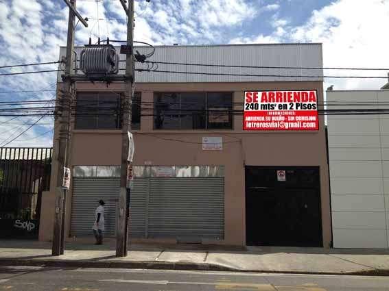 Local comercial nuevo 240 mt2 libres en dos pisos.