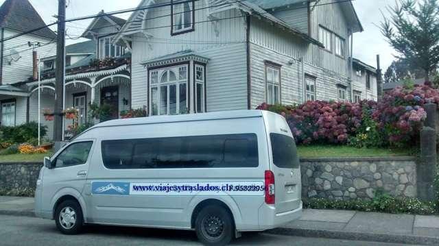 Servicio de transporte privado y turismo en van.