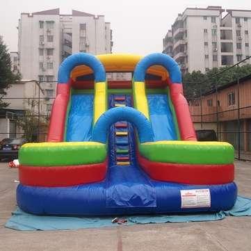 Toboganes y castillos inflables se venden nuevos,