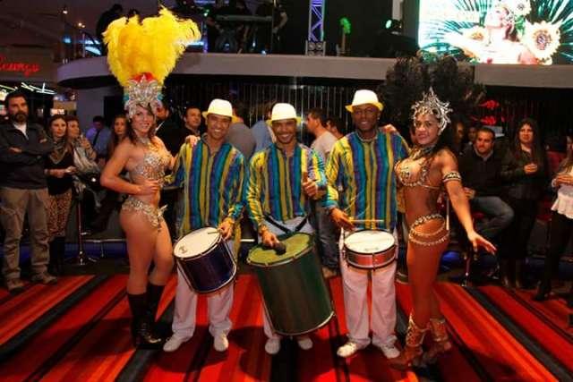 Batucada, show brasileño, capoeira, mulata