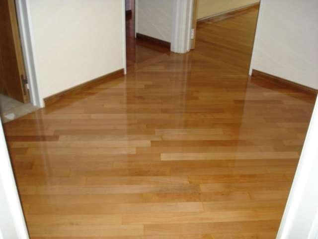 Pulido y vitrificado de pisos de madera
