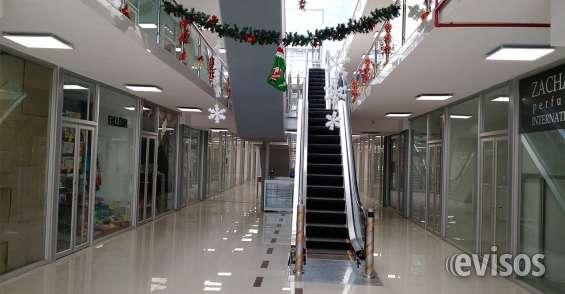 Escalera mecanica para sus tres pisos