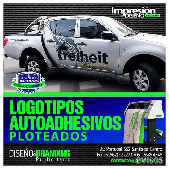 Diseño y ploteo de logotipos adhesivos para vehiculos