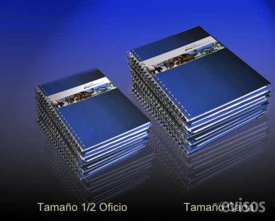 Cuadernos corporativos personalizados, en dos tamaños.