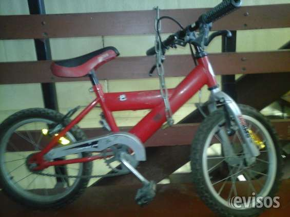 Bicicleta de niño color rojo impecable (esta casi nueva) vendo