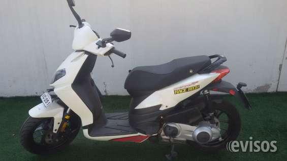 Se vende aprilia sportcity one 2011