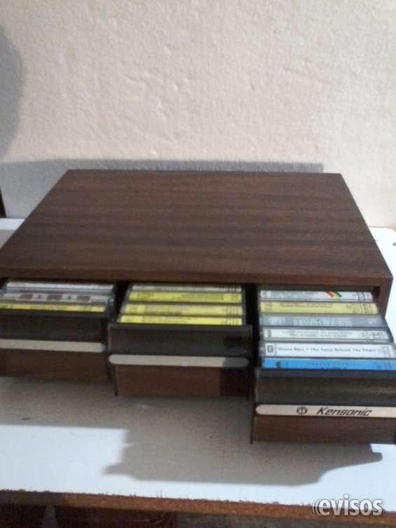 46 cassettes originales más organizador.