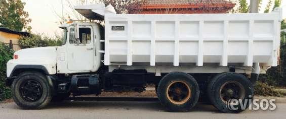 Camion tolva modelo mack