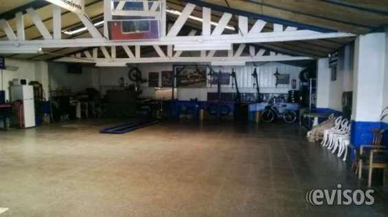 Vendo galpón garage de 240mt con patente, privilegiada ubicación y estado.