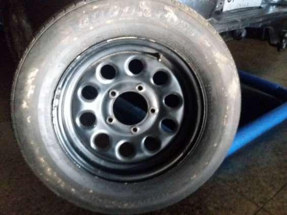 4 neumáticos con llantas originales para suzuki jimny