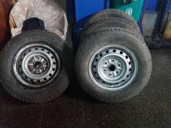 4 neumáticos con llantas para mitsubishi l 200 como nuevos.