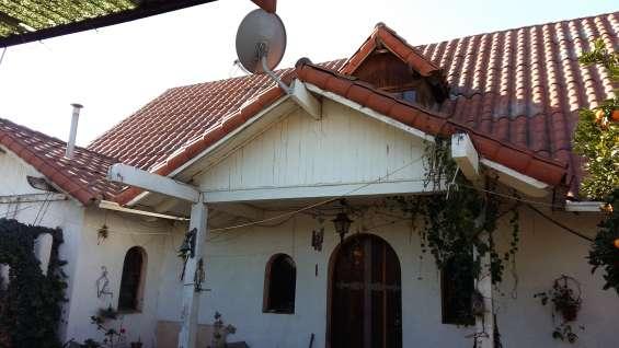 Casa quinta con dependencias varias y terreno.